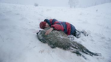 Kadr z filmu 'Pokot'. Bohaterką filmu wg powieści Olgi Tokarczuk jest obrończyni zwierząt Janina Duszejko