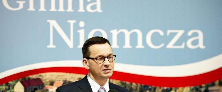 W Niemczy przed wizytą premiera zrobiono remont. Zamalowano fresk