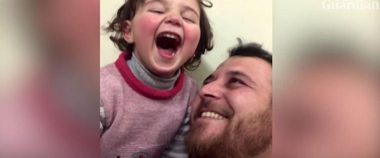 Wzruszające nagranie z bombardowanej Syrii. 3-latka: Zacznę się śmiać