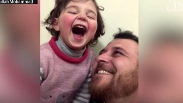 Syria. Ojciec nauczył dziewczynkę reagować na naloty śmiechem