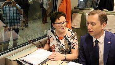 Premier Ewa Kopacz w pendolino w drodze na Śląsk na wyjazdowe posiedzenie rządu