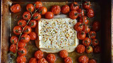 Przepis z TikToka. Makaron z pieczoną fetą i pomidorkami