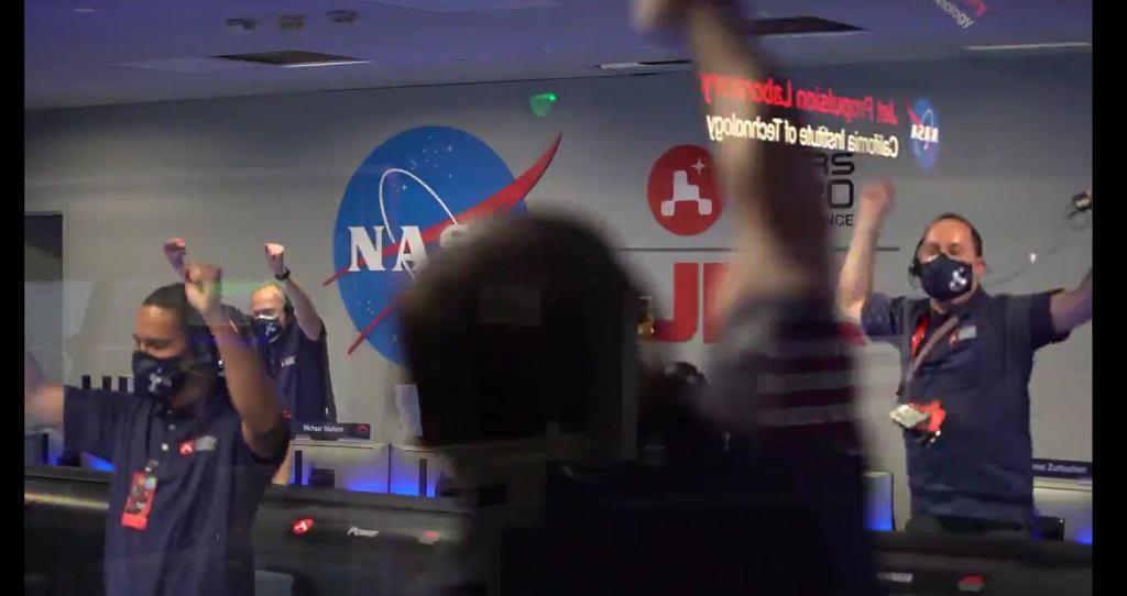 Lądowanie łazika na Marsie - reakcja sztabu NASA