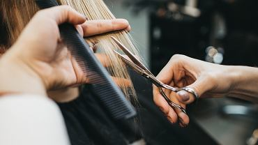Czy odwoływać wizytę u fryzjera lub kosmetyczki?