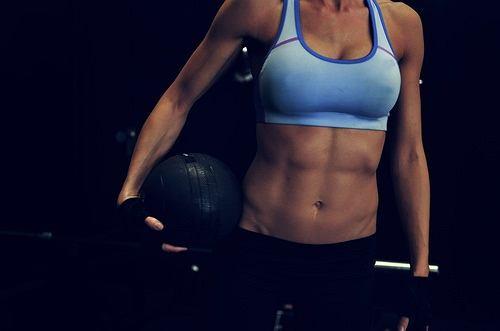 Płaski brzuch to efekt ćwiczeń i właściwej diety