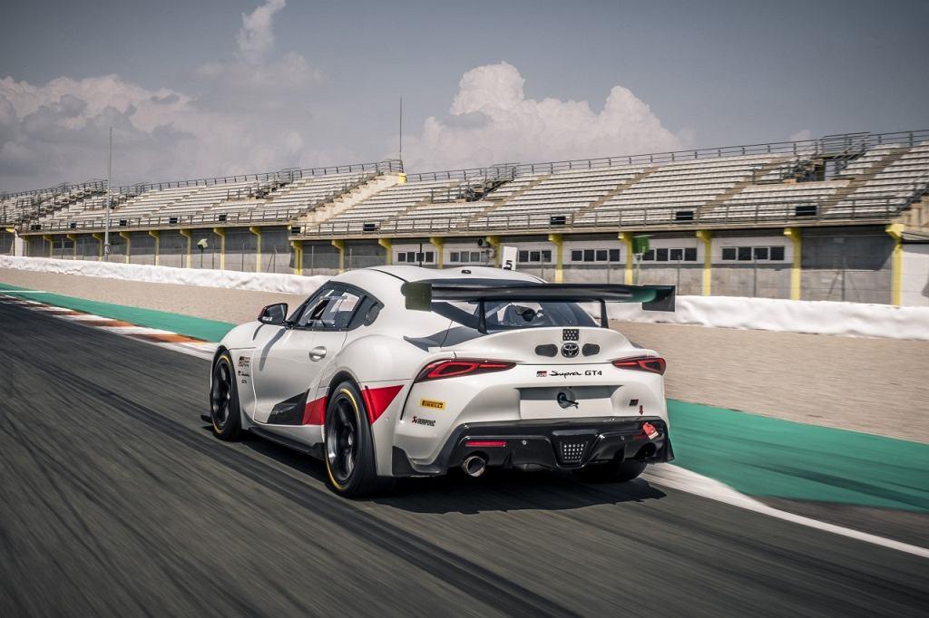 Toyota GR Supra GT4 - Supra z wyścigową homologacją