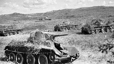 Radzieckie czołgi w czasie ofensywy podczas bitwy nad Chałchin-Goł.