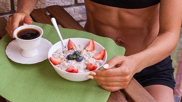 Trzy pomysły na śniadania do 300 kcal. Przyspieszą metabolizm, ułatwią odchudzanie i dadzą energię na cały poranek (zdjęcie ilustracyjne)