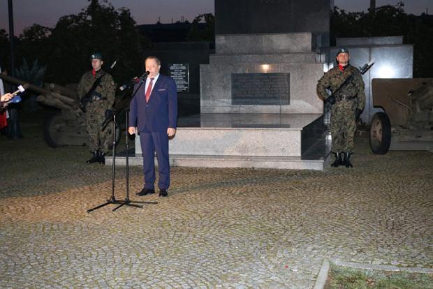 Obchody wybuchu II wojny światowej w Suwałkach z udziałem wiceszefa MSWiA Jarosława Zielińskiego