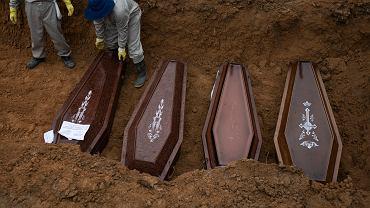Masowe groby i przepełnione szpitale. Oto kraj, którego rząd zlekceważył koronawirusa