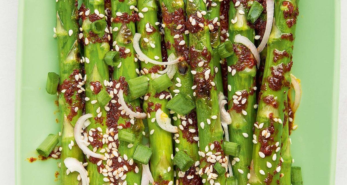 Szparagi po koreańsku