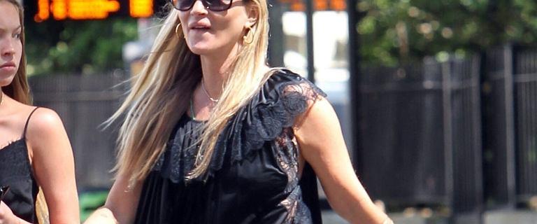 Kate Moss spaceruje z córką ulicami Londynu. Lila ma siedemnaście lat i wygląda jak żywa kopia mamy
