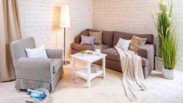 Aranżacja w skandynawskim stylu z elementami plażowego domku sprawia, że przez cały rok w domu panuje wakacyjny klimat.