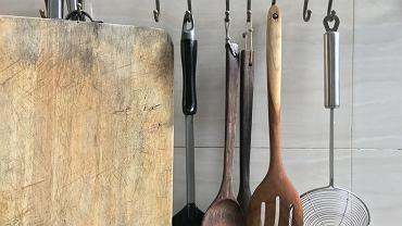 Kiedy pozbyć się przyborów kuchennych?