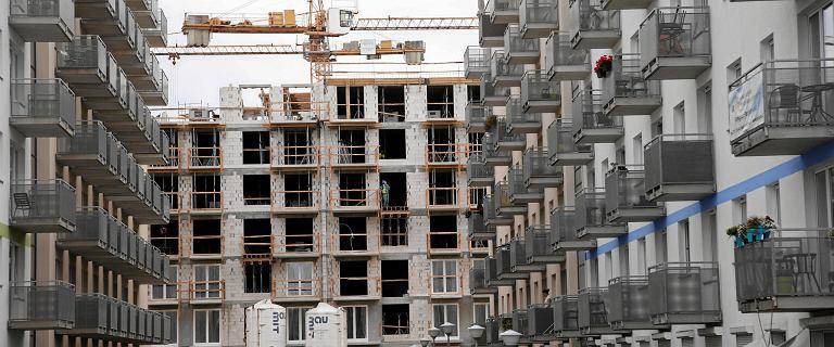 Rosną ceny mieszkań, a Polacy kupują ich coraz więcej, i to za gotówkę