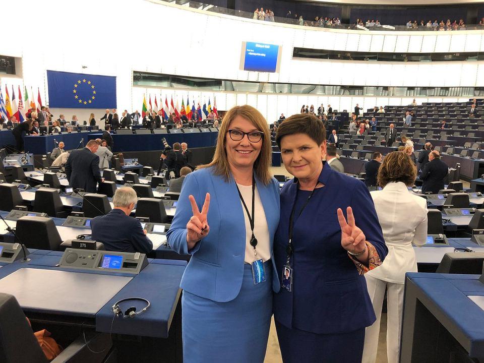 Beata Mazurek i Beata Szydło w europarlamencie