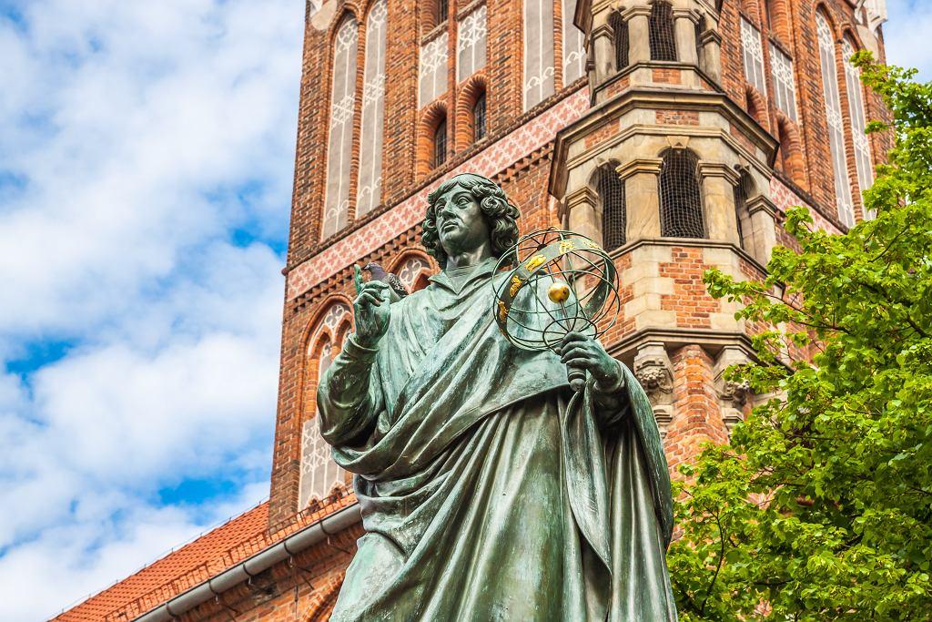 Ciekawa miejsca w Toruniu - pomnik Mikołaja Kopernika. Zdjęcie ilustracyjne, Tomasz Guzowski/shutterstock.com