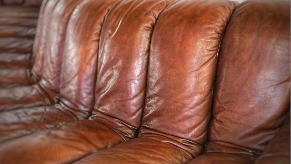 Kultowa sofa DS-600, którą zaprojektowali Ueli Berger, Elenora Peduzzi-Riva, Heinz Ulrich i Klaus Vogt.
