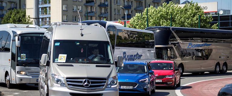 """Protest kierowców. Setki autokarów wyjechało na ulice polskich miast. """"Umieramy"""""""