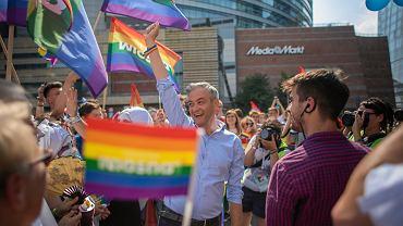 Robert Biedroń na Paradzie Równości w 2019 roku