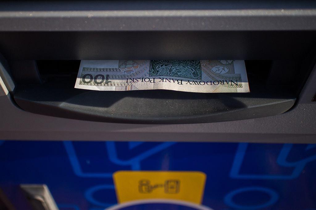 Rekordowo niska liczba wypłat gotówki z bankomatów