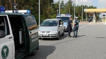 Miał trzy promile alkoholu, nieważne badanie techniczne, był poszukiwany i wyjechał na autostradę A1.