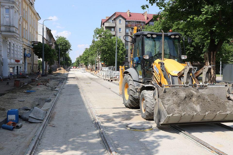 Czerwiec 2021 r. Przebudowa 1,5-kilometrowego odcinka drogi wraz z torowiskiem i ciągiem pieszym na ulicach Chrobrego i Mieszka I w Gorzowie