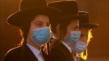 Dwa miesiące temu epidemię COVID-19 Izrael miał już opanowaną. Otwarcie szkół zdetonowało drugą falę zachorowań, z którą kraj nie może sobie poradzić
