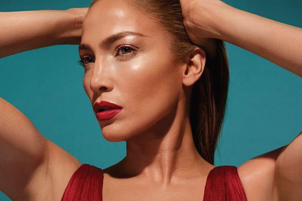 O kolekcji stworzonej przez Jennifer Lopez dla polskiej marki kosmetycznej Inglot nadal się dużo mówi. Mimo, że współpraca miała miejsce przeszło rok temu to produkty od znanej wokalistki nadal są cenione przez wielbicielki kosmetyków i nie tylko! Wybrałyśmy kosmetyki, które teraz kupisz z rabatem -30%!
