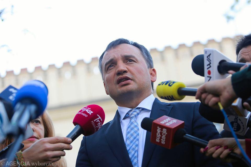 Minister sprawiedliwości i prokurator generalny Zbigniew Ziobro podczas konferencji prasowej.