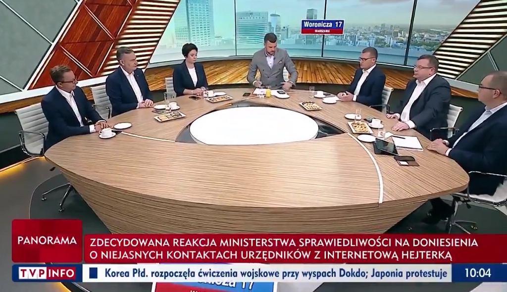 Ujęcie z niedzielnego programu 'Woronicza 17' w TVP Info