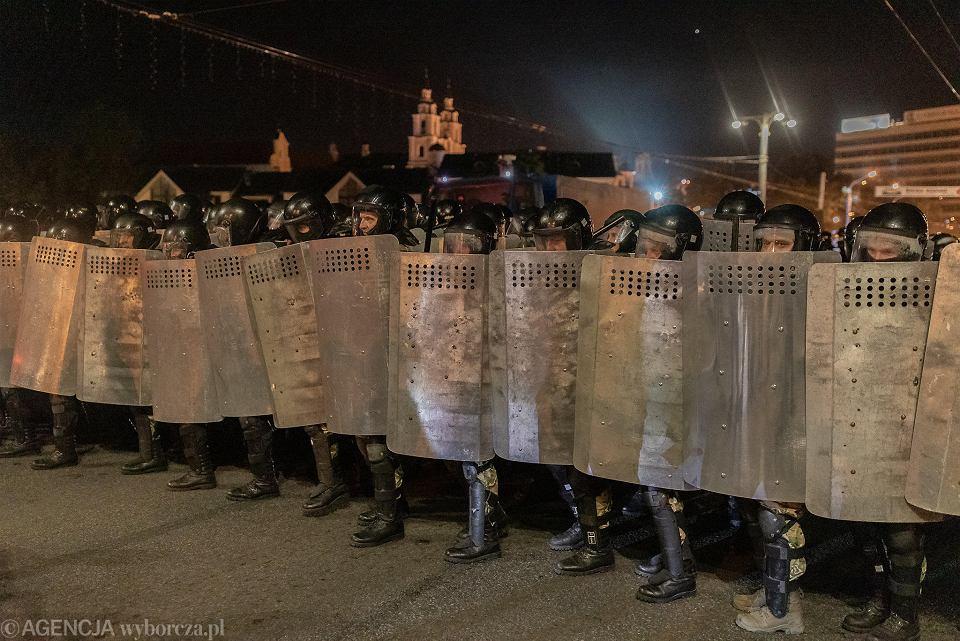 Protesty i starcia ze służbami po ogłoszeniu wyników wyborów prezydenckich na Białorusi.