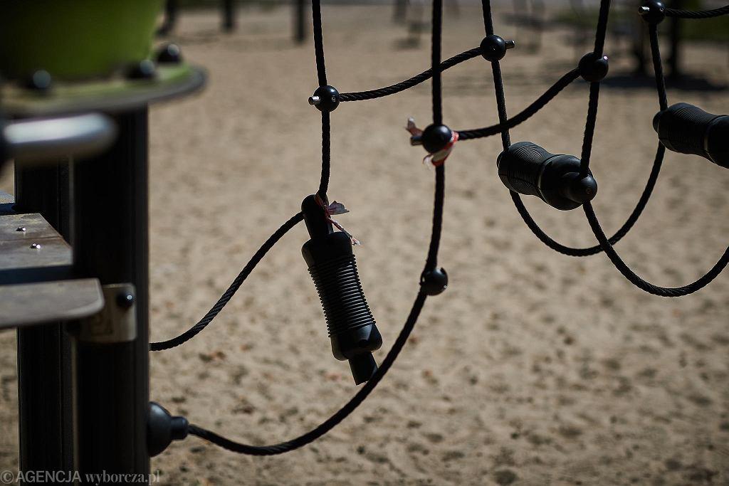 Plac zabaw w Parku na Zdrowiu. Rodzice skarżą się, że miasto nie dba o wybudowany plac zabaw. Podobnie ma być z istniejącym tam ogródkiem jordanowskim