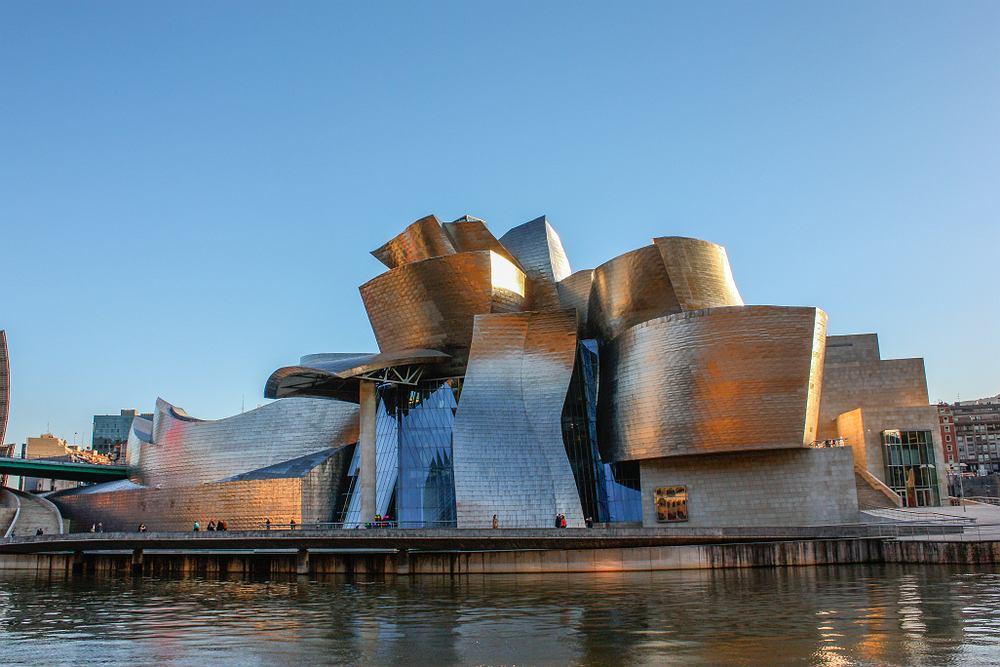 Muzeum sztuki nowoczesnej. Muzeum Guggenheima w Bilbao. Zdjęcie ilustracyjne