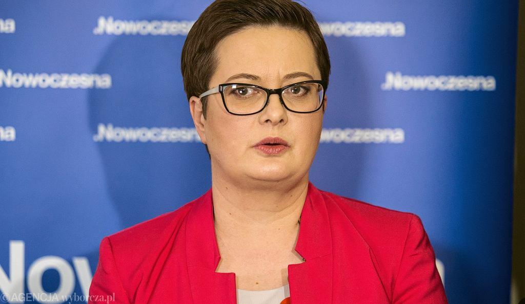 Katarzyna Lubnauer podczas konferencji prasowej Nowoczesnej
