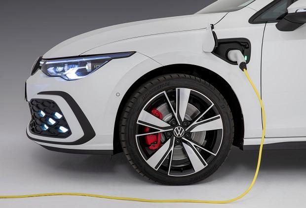 Hybrydowe VW Golfy 8 już w Polsce. Znamy ceny Golfa eHybrid oraz GTE