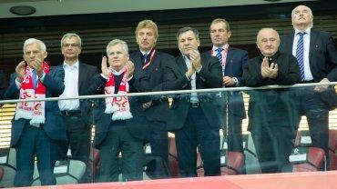 Jerzy Buzek, Aleksander Kwaśniewski i Janusz Piechociński w towarzystwie Zbigniewa Bońka i Marka Koźmińskiego