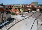 """Krakowskie Przedmieście szczelnie otoczone przed miesięcznicą. """"Jeszcze tylko drutu kolczastego brakuje"""""""