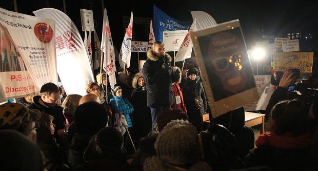 Pikieta przeciwników reformy edukacji