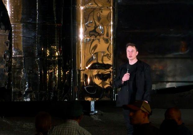 Elon Musk prezentuje statek kosmiczny Starship/Fot. AP