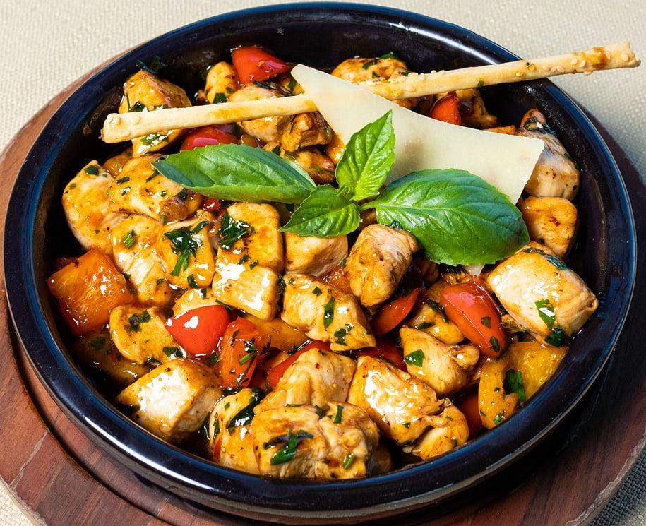 kurczak po toskańsku zdjęcie ilustracyjne