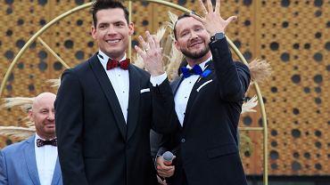 Dwaj znani lekarze wzięli ślub. 'Boli mnie, że w Polsce formalnie jesteśmy dla siebie obcymi facetami' (zdjęcie ilustracyjne)