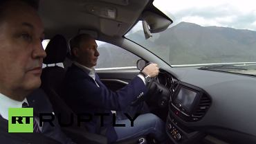 Przejażdżka Władimira Putina Ładą Vestą