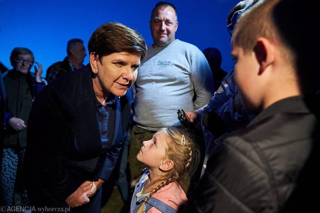Premier rządu PiS Beata Szydło podczas wizyty u rodziny Szultków, poszkodowanej w nawałnicy, która przeszła nad powiatem Chojnickim w nocy z 11 na 12.08.2017. Zalesie, woj. pomorskie 15 sierpnia 2018