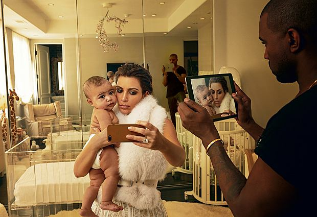 Kim Kardashian i Kanye West 'Portret autorstwa Annie jest w Ameryce jedną z oznak sukcesu', zachwalał naczelny 'Vanity Fair'