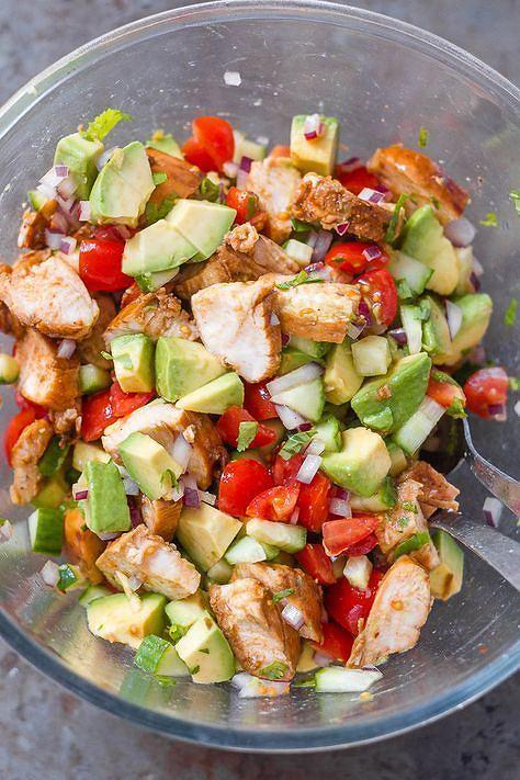 Połączenie kurczaka i warzyw to doskonały pomysł na lunch, obiad lub kolację.