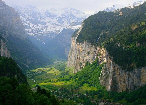 Szwajcaria to gwarancja pięknych widoków. Fot. iStock