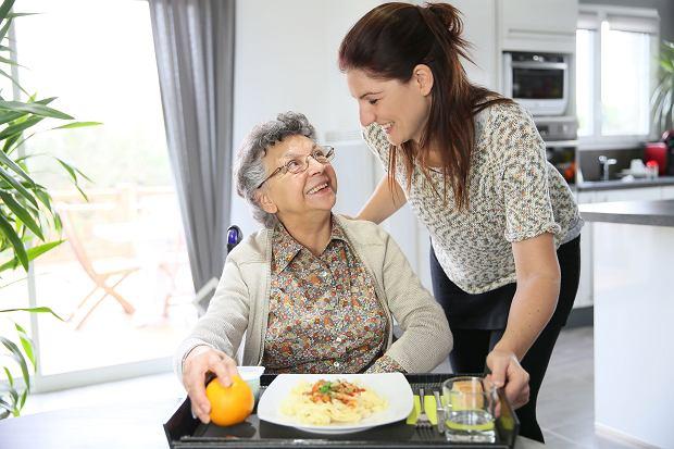 Zawód coraz bardziej poszukiwany: opiekun do osób starszych