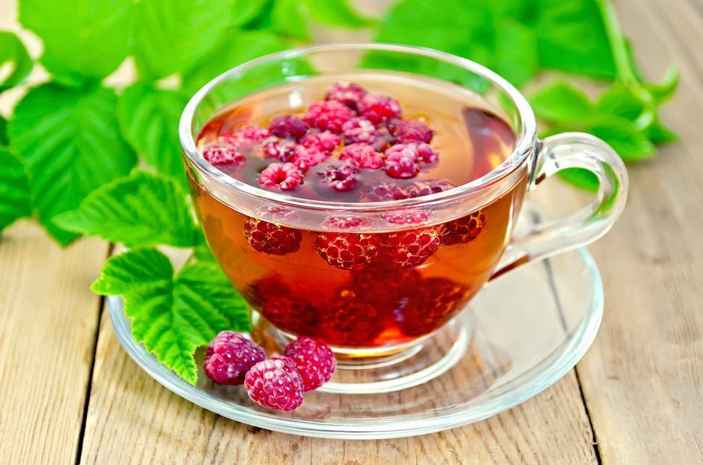Napar z liści malin przygotowuje się, zalewając łyżkę suszu niepełną szklanką wrzątku. Napój należy parzyć kilka minut i przecedzić. Zaleca się pić jedną porcję dziennie.