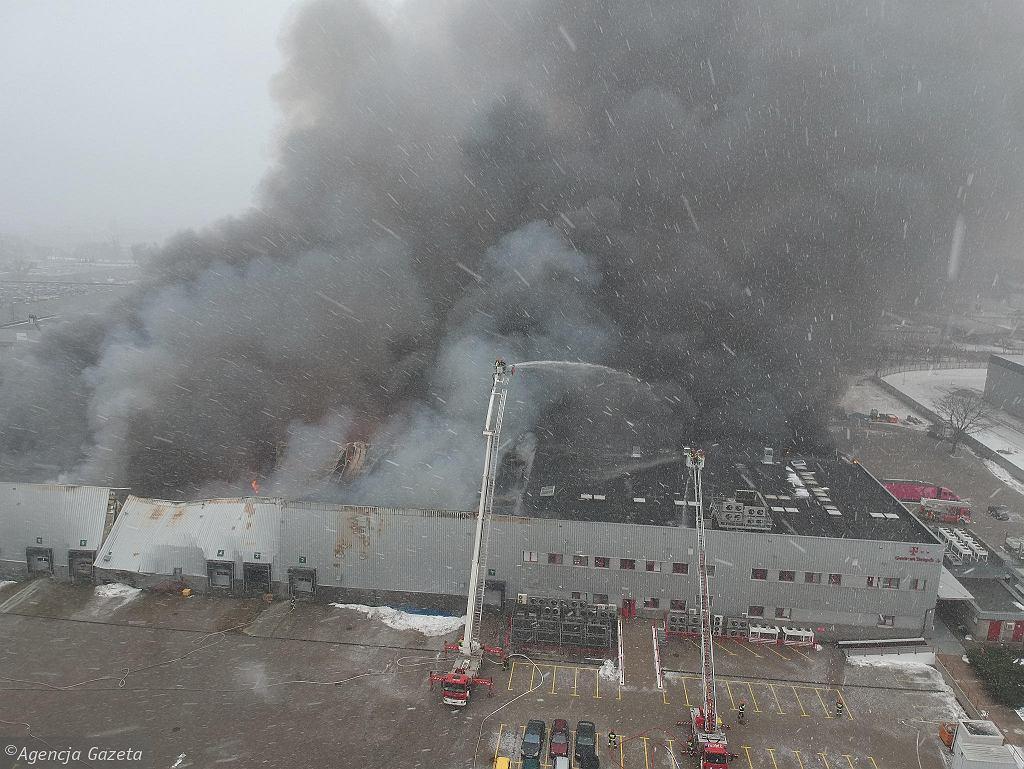 Pożar hali T-Mobile w Warszawie
